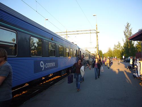 Bastutrask駅から出発するヨーテボリ行きの列車