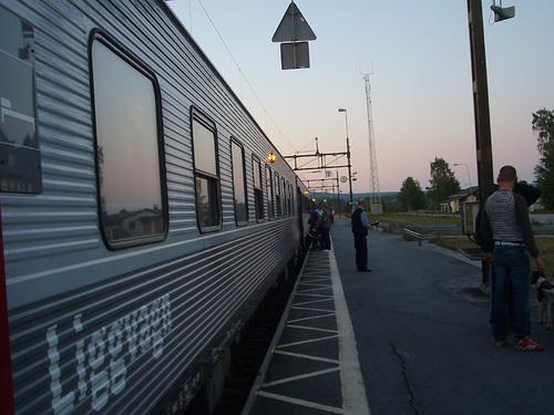 Mellansel駅(午後11時30分ころ)