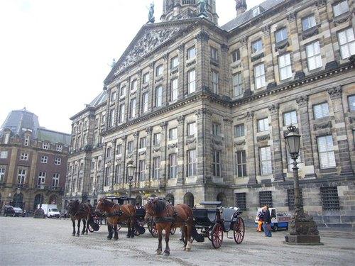 アムステルダム市内のダム広場にある王宮