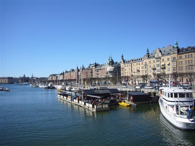 川に面した美しい街並み