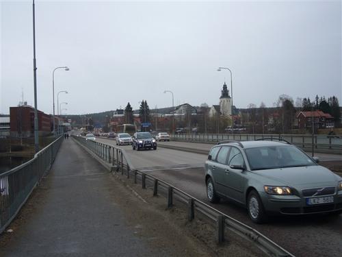 シェレフティオ川にかかる橋
