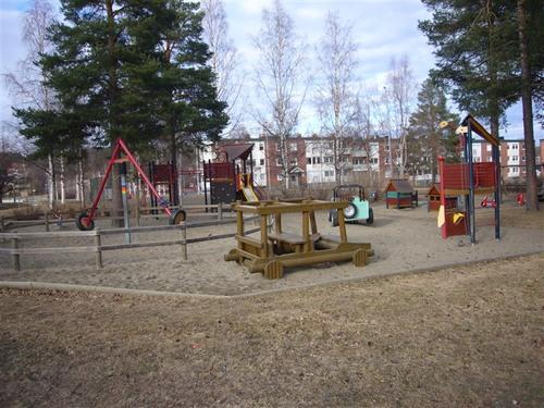 アパート前の児童公園