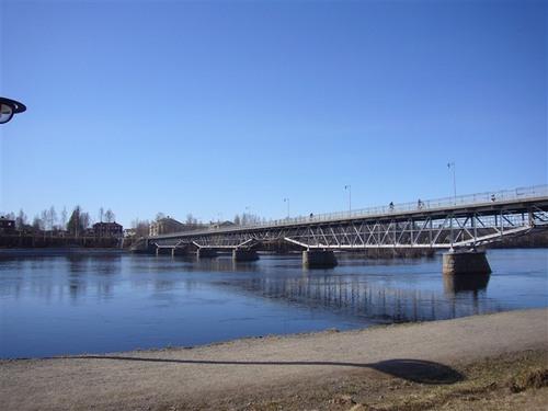 シェレフテオ川にかかる橋