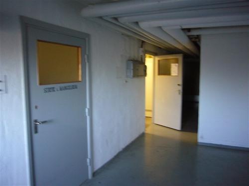地下の洗濯室へ