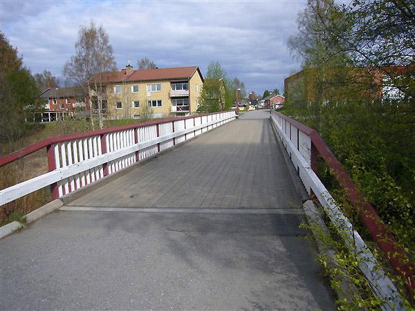 木の橋(車も通れます)