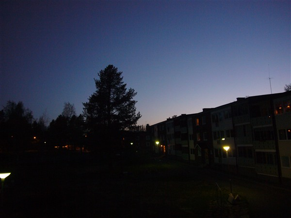 午前1時には夜が明け始めます