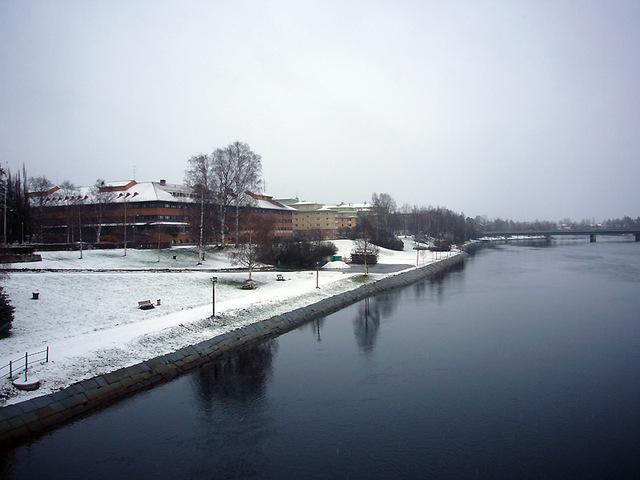 雪化粧したシェレフテオ市役所