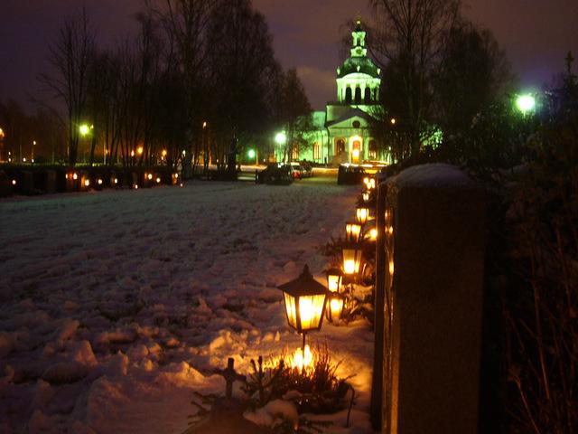 万聖節の教会と墓地